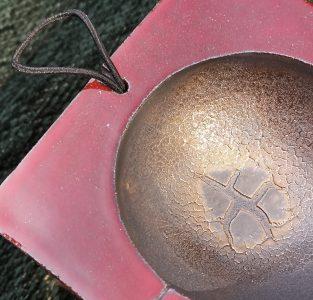 200518 CAROLINE PEETERS - mini mijmderdoos rood met bolletje - art 003 b
